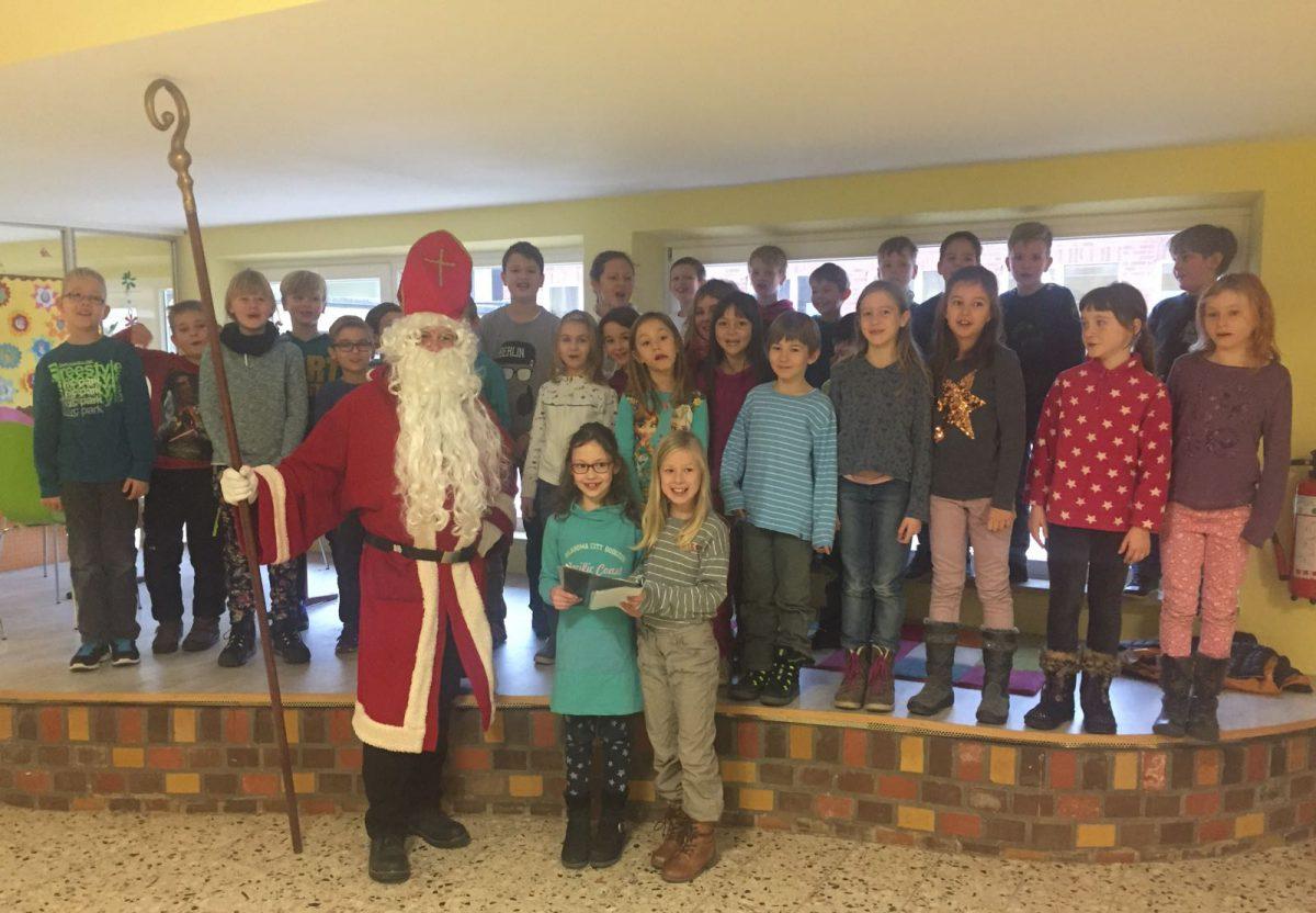 3. Klassen singen für Nikolaus
