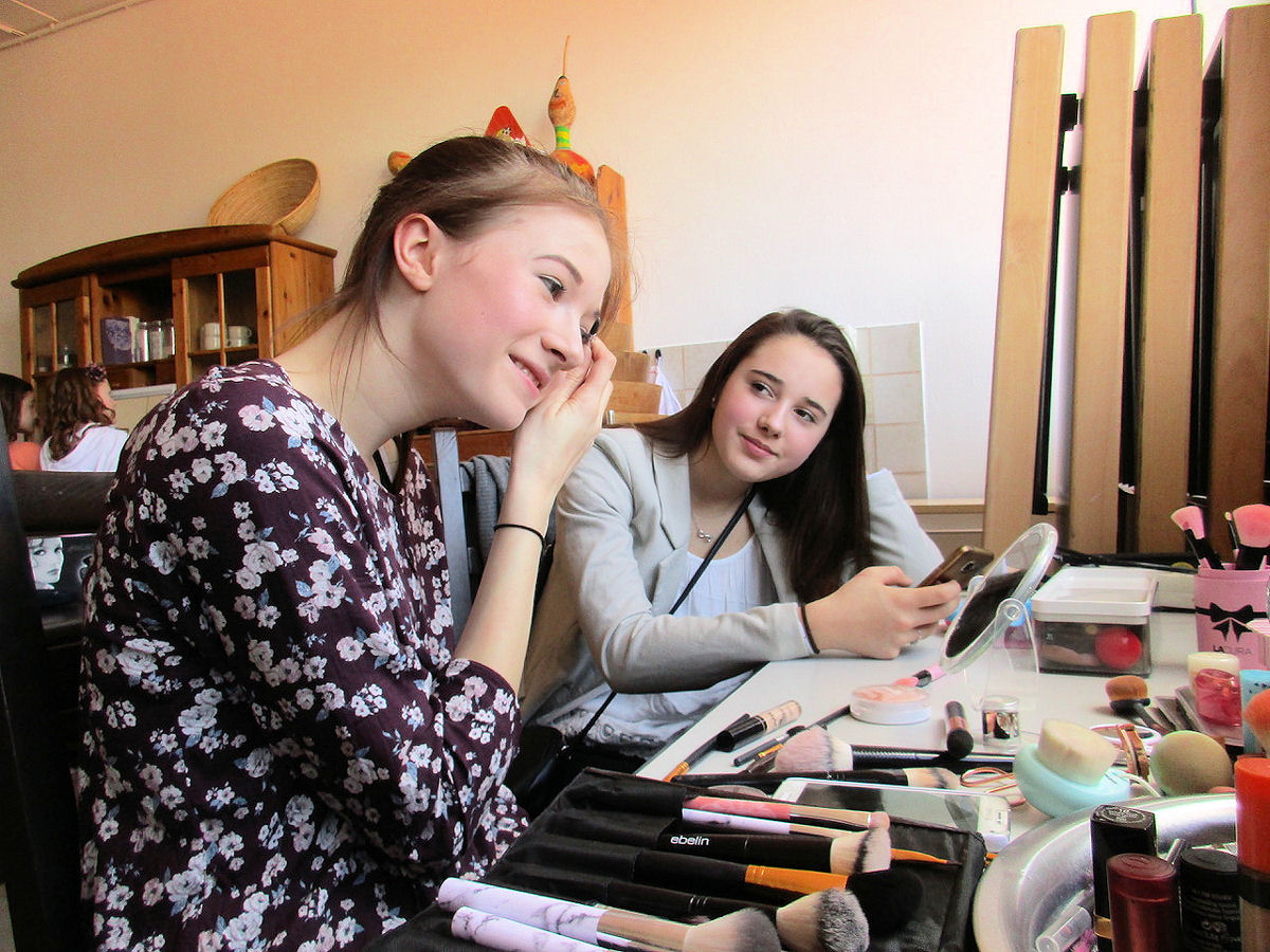 """In den Osterferien bietet die kommunale Jugendarbeit wieder spannende Angebote, wie zum Beispiel die Aktion """"Beauty – Modeln – Fotografieren"""" am 24. April. Foto: Stadt Wertheim"""