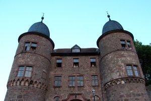 Zum Start in die Herbstferien gibt es auf der Burg Wertheim ein besonderes Übernachtungserlebnis. Foto: Kommunale Jugendarbeit