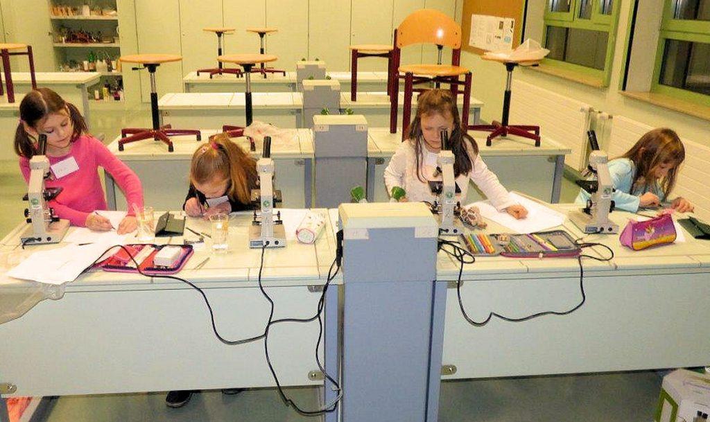 Die Hector Kinderakademie Wertheim fördert junge Talente unter anderem in Naturwissenschaft, Technik und auch Kunst. Foto: Hector Kinderakademie