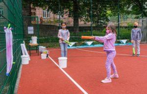 Wasserspiele machen im Sommer besonders viel Spaß. Die kommunale Jugendarbeit bietet sie im Rahmen der Ferienbetreuung an. Foto: Kommunale Jugendarbeit