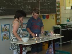 Klasse 3 experimentiert mit Feuer (16).JPG